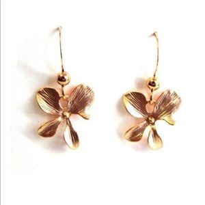 Jewelry - Gold orchid earring
